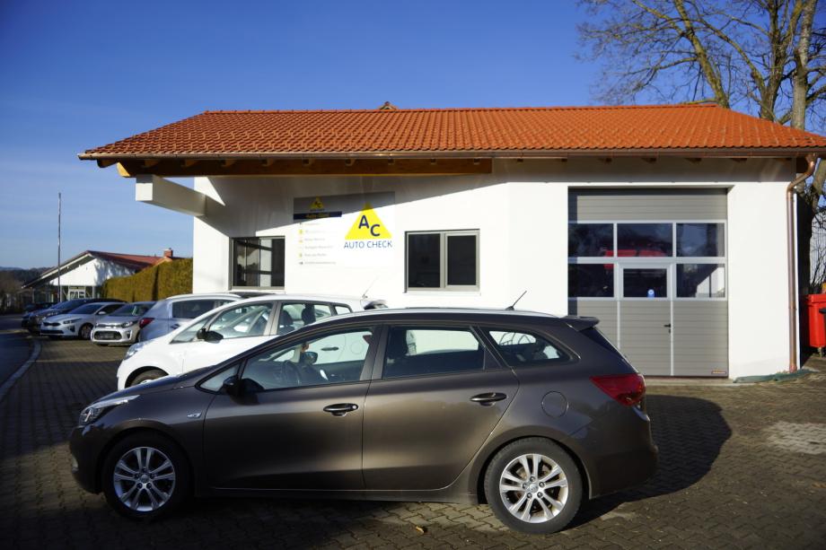 Die Außenansicht des Autohaus Günl  in Oberbayern.